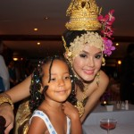 With Thai show girl ndani ya Cruise