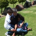 Amani & Malaika walitembelea walipozikwa bibi na babu